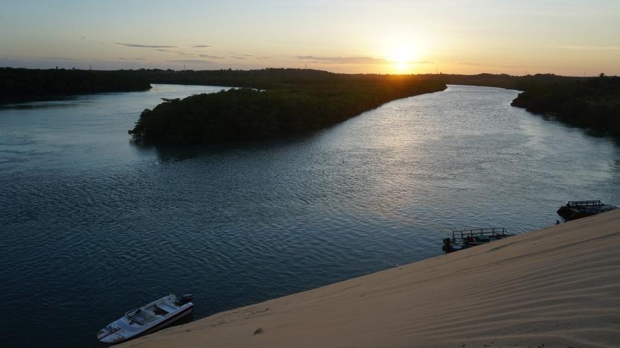 Pôr do sol no Rio Aracatiaçu